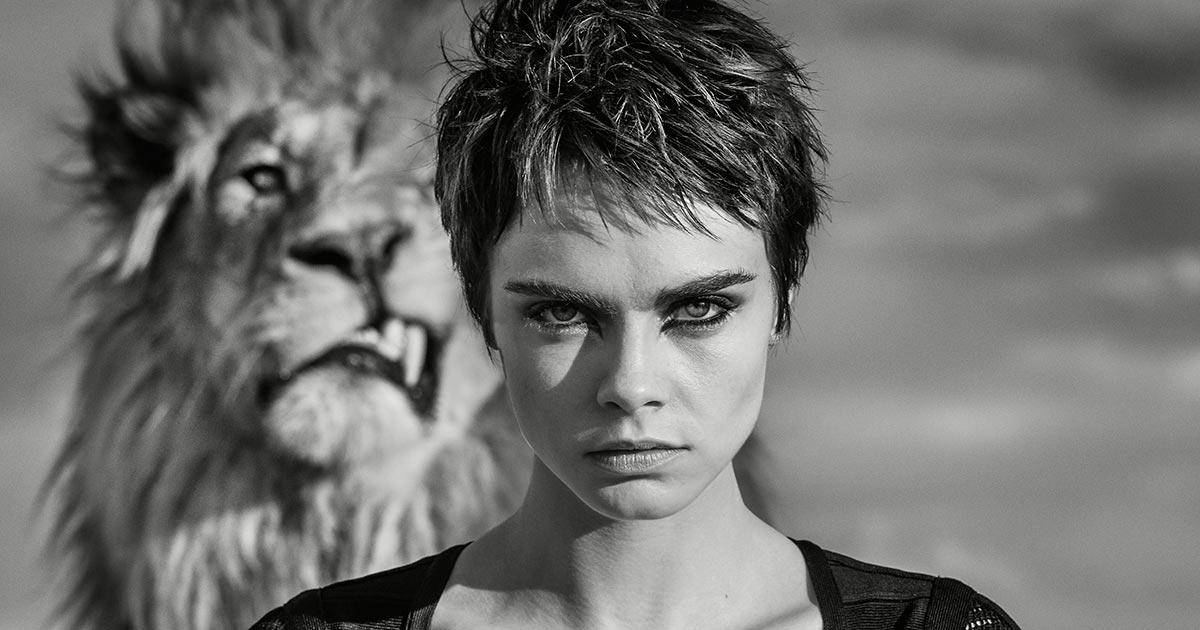 Keinerlei Berühungsängste zeigte das Topmodel beim Shooting in der südafrikanischen Savanne. © David Yarrow