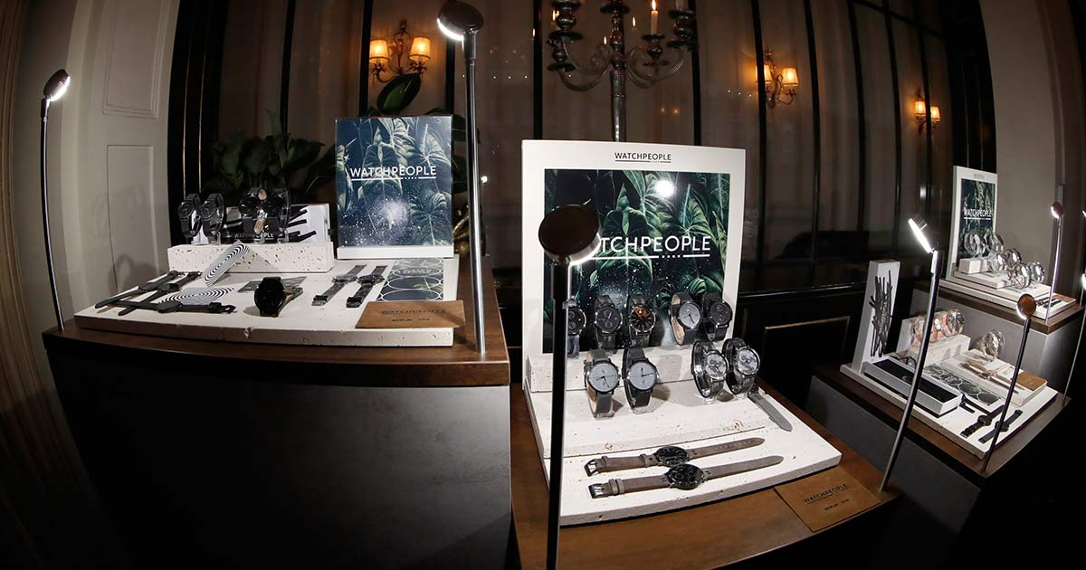 Watchpeople Displays sind ein Hingucker im Schaufenster.